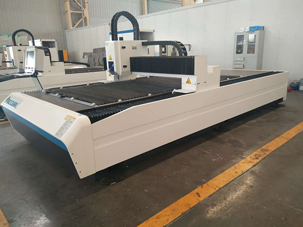 Venta caliente de la maquinaria de China 400W 600W Precio barato de la cortadora del laser del CNC de la chapa